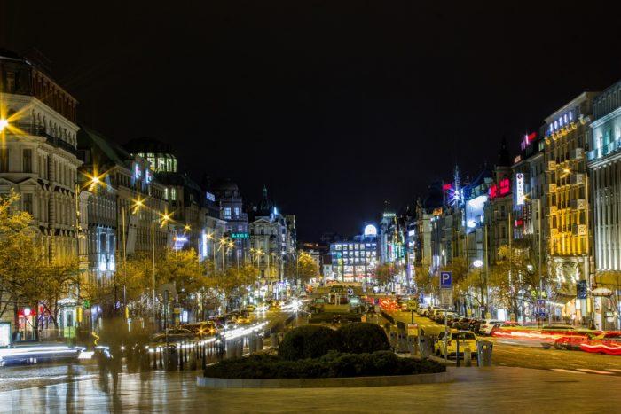 Město Nonstop: Kde V Praze V Noci Jíst, Pít, Nakupovat, Kopírovat…
