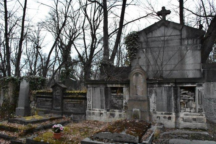 Květnové Naučné Procházky Olšanskými Hřbitovy