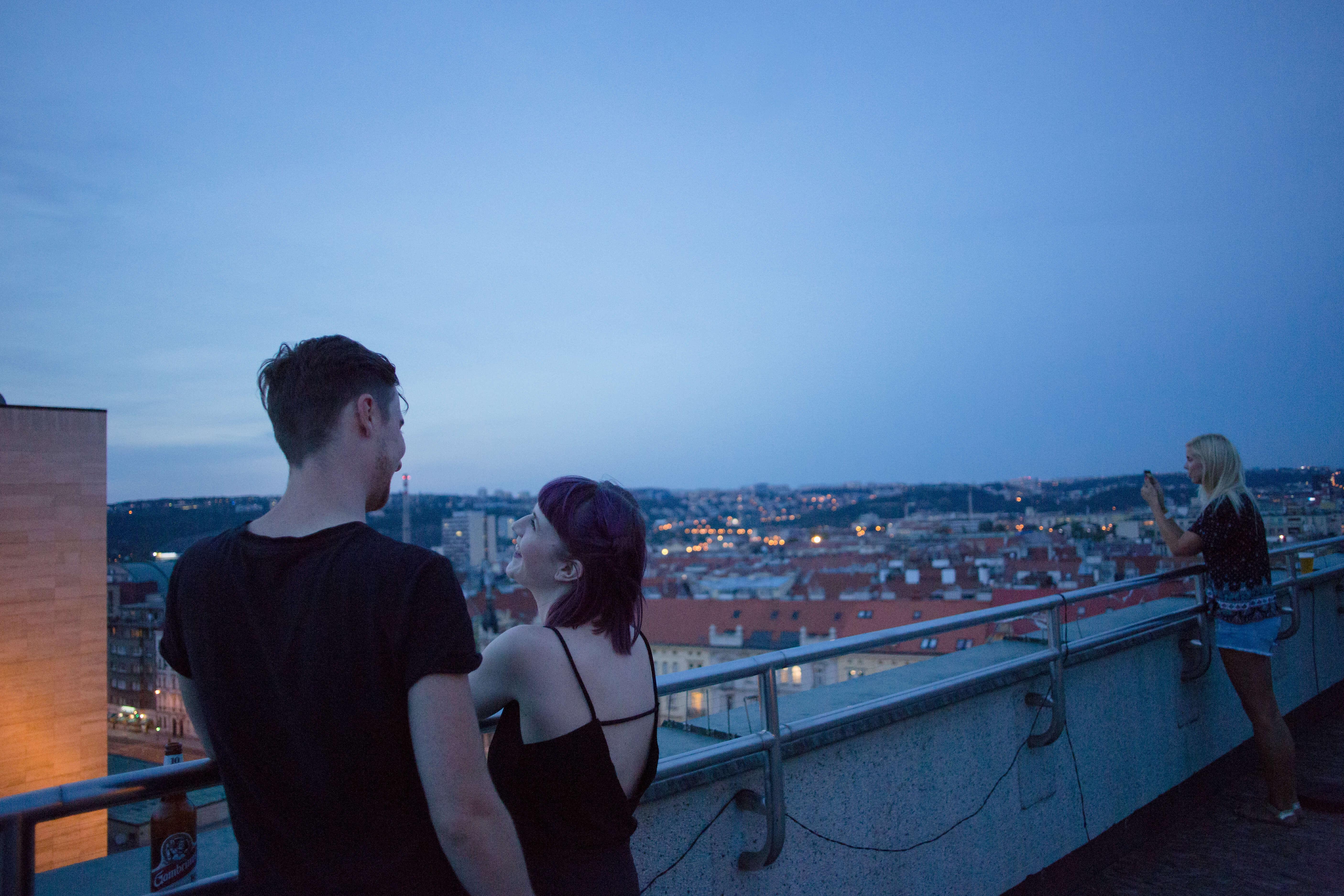 Projekce filmu Indiánské léto v letním kině na střeše Veletržního paláce, foto Helena Fikerová