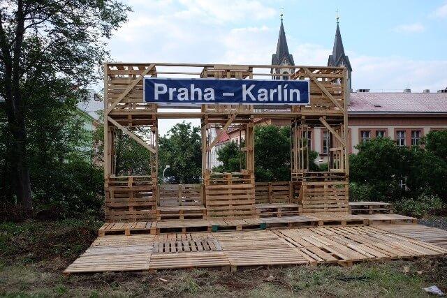 Pristi Zastavka Praha Karlin..., Ondrej Pokoj, Iva Dvorakova; Foto:  Ondrej Pokoj
