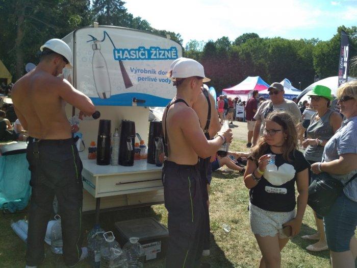 Letošní Horka Pomohou Přečkat SodaStream Hasiči žízně