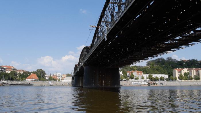 Tři Skokani Skočili Naráz Ze Tří Mostů V Centru Prahy