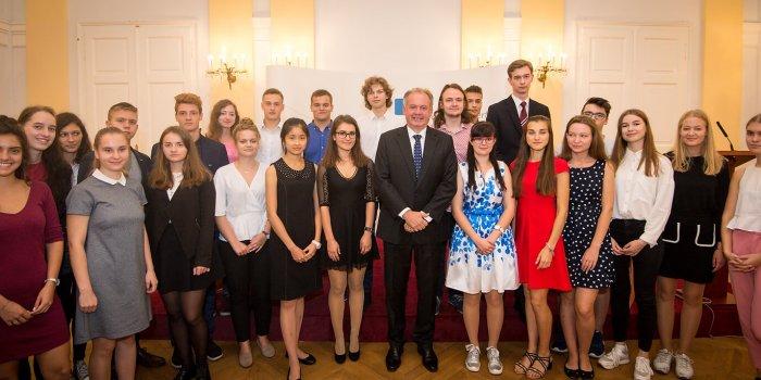 Účastníci Jugend Debattiert International Se Slovenským Prezidentem Andrejem Kiskou, Foto Pořadatel Akce