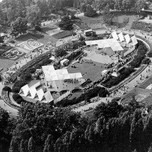 """1979 Blick vom Funturm auf die Bühne des Sommergartens.  1979 View from the """"Funkturm"""" at the """"Sommergarten"""" Stage."""