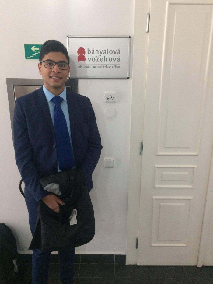 Talentovaný Student Navštívil Advokátní Kanceláře