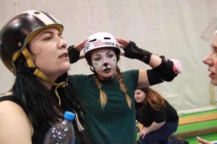 Roller Derby: Chystá Se Zápas Santa Vs. Grinch