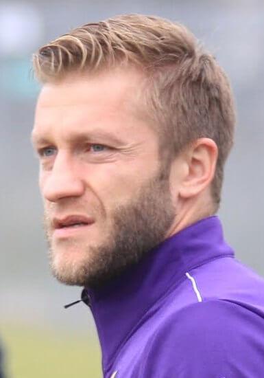 Fotbalista Se Vrací Do Svého Bývalého, Nyní Zadluženého Klubu. Půjčuje Mu Miliony