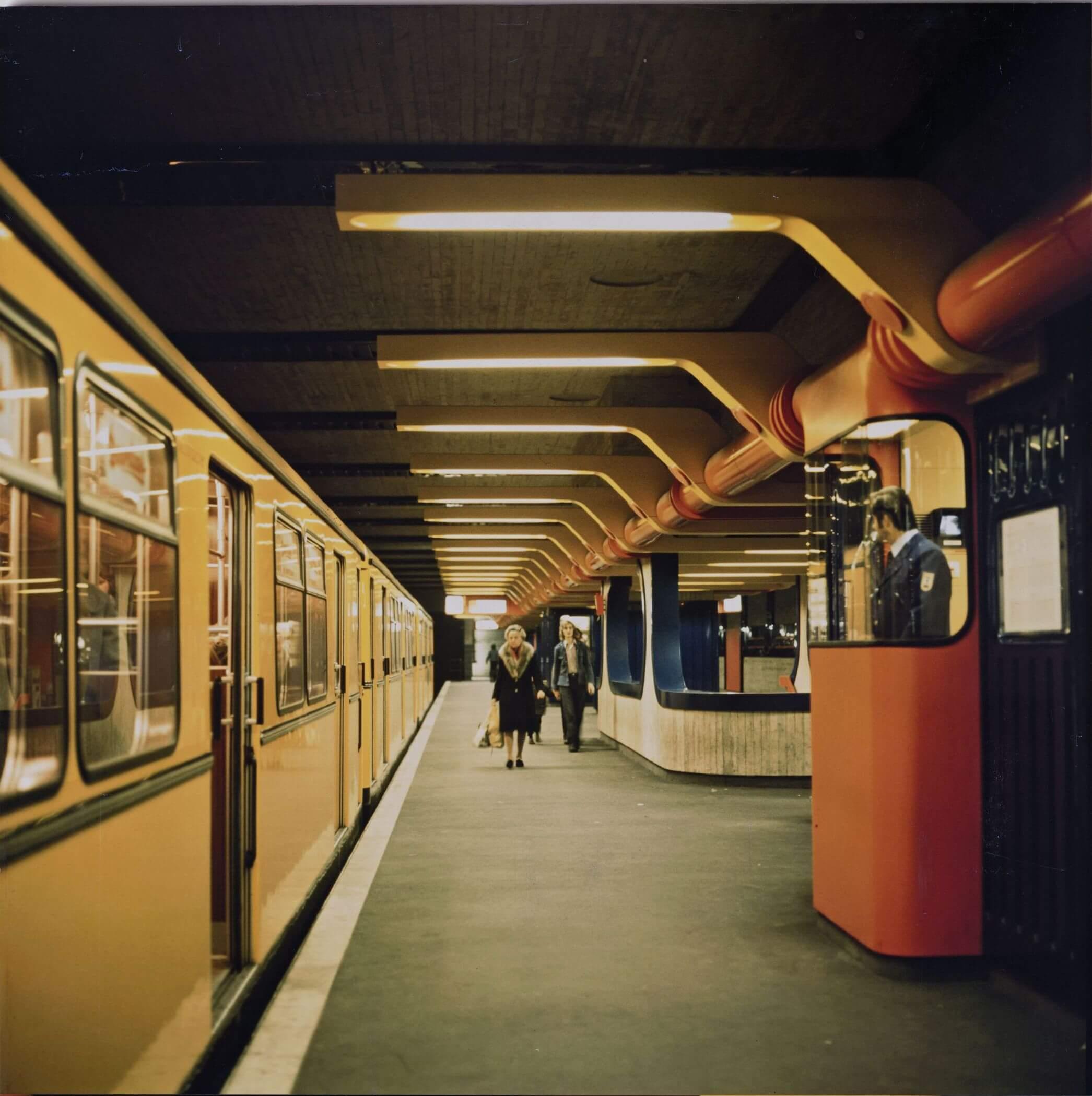 Ralf Schüler und Ursulina Schüler-Witte  U-Bahnhof Schloßstraße, Bahnsteig  1974, Berlinische Galerie © Berlinische Galerie
