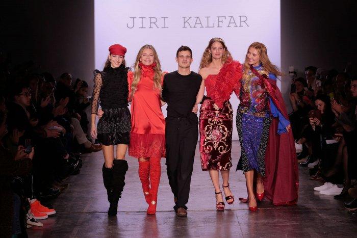 FOTO  Jiří Kalfař Na Newyorském Fashion Weeku a84ad4fef3