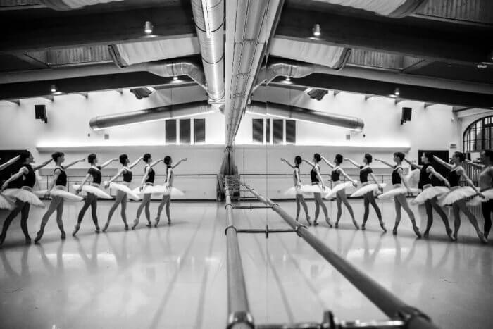 Balet ND Uvede Ikonické Labutí Jezero V Choreografii Johna Cranka