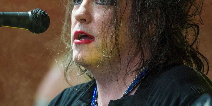 Robert Smith  By Bill Ebbesen [CC BY-SA 3.0], Via Wikimedia Commons