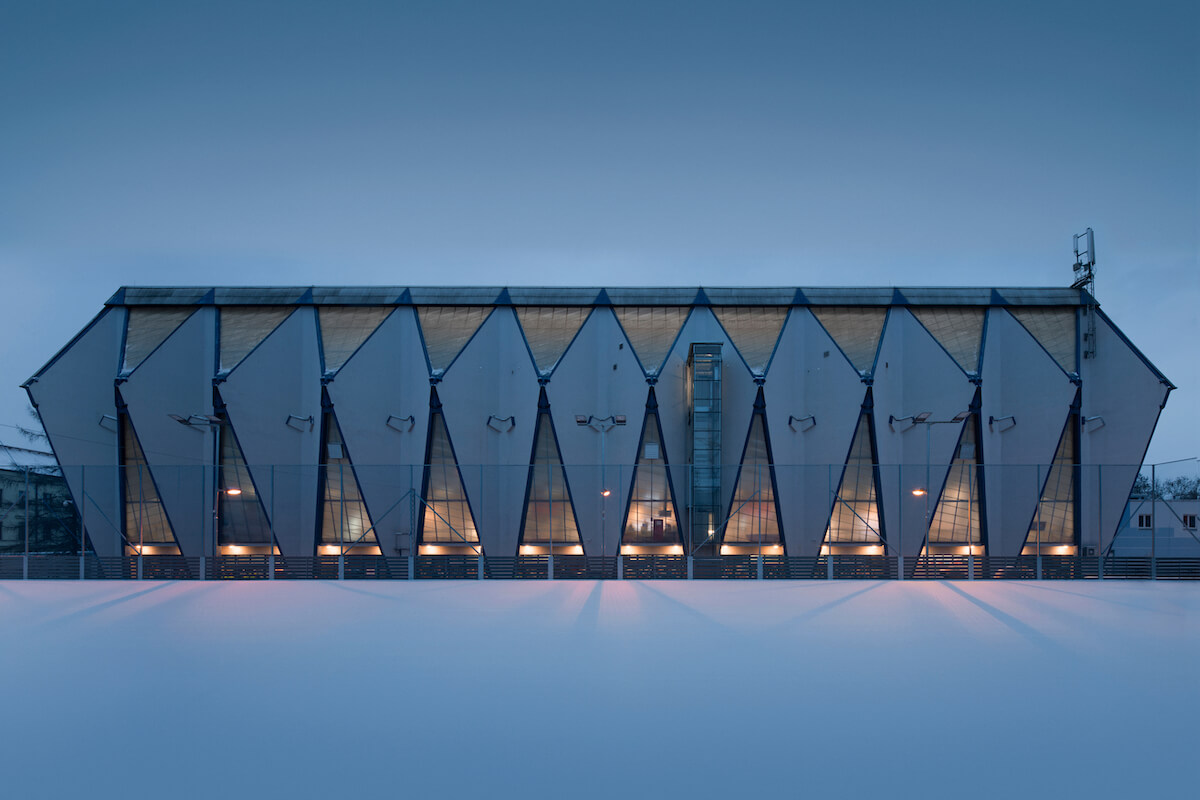 Budova: Zimní stadion (Plzeň) 1965–1969  Architekti: Vladimír Urbanec, Pavel Janeček, Ladislav Švábek  Štefánikovo náměstí 1, Plzeň, CZ  GPS: 49°44'14N, 13°22'41E   Autor fotografie Petr Polák