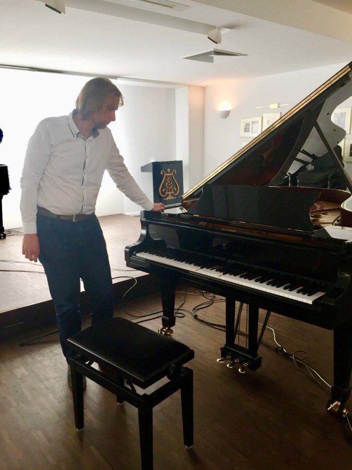 Klavírista Ivo Kahánek Se Stává Neviditelným, účastní Se Unikátního Projektu