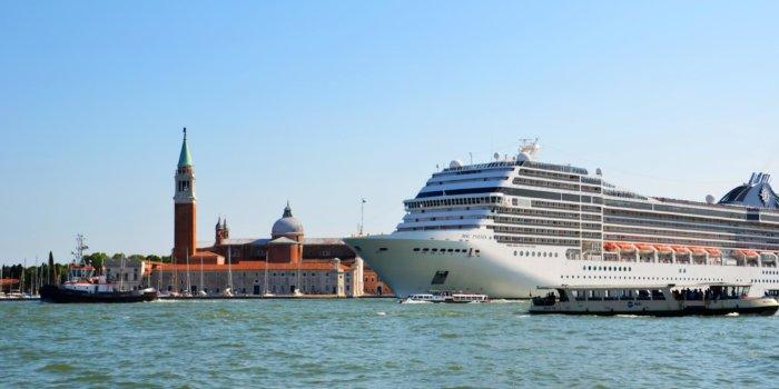 Podobná Výletní Loď. Ilustrační Foto: Sarah Loetscher Via Pixabay