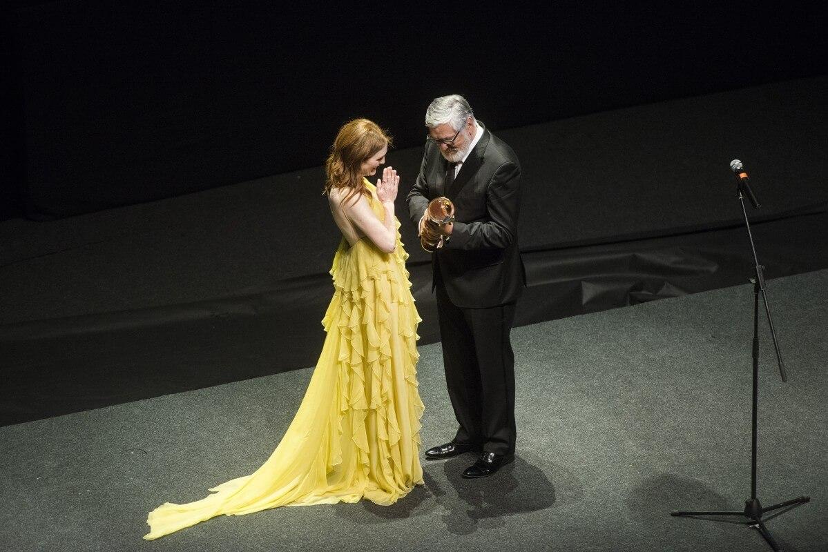 3d90 Herecka Julianne Moore A Prezident Festivalu Jiri Bartoska