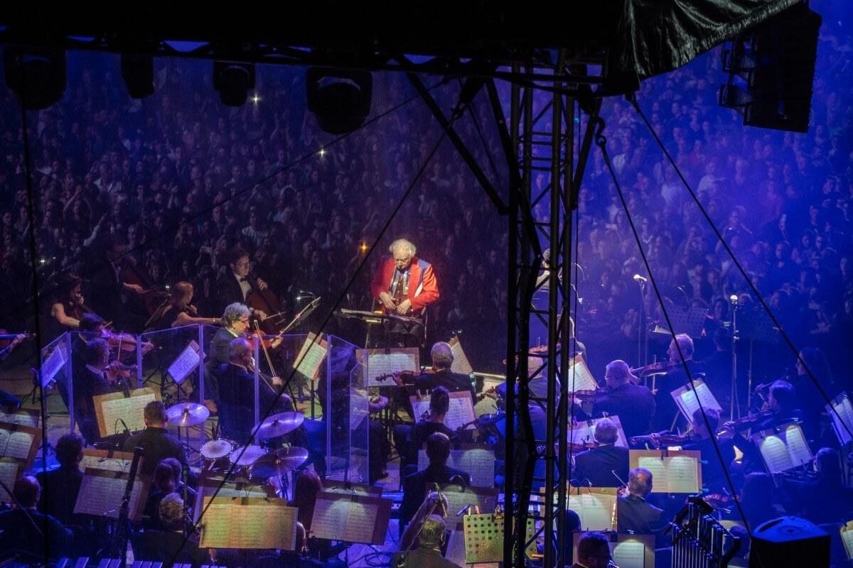67dd Dirigent Carl Davis A Cesky Narodni Symfonicky Orchestr