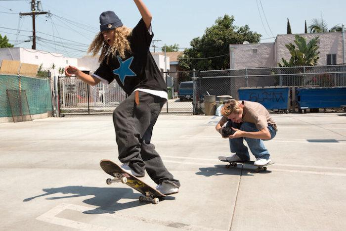 Do Kin Míří Devadesátkový Skateboarding V Režii Jonaha Hilla