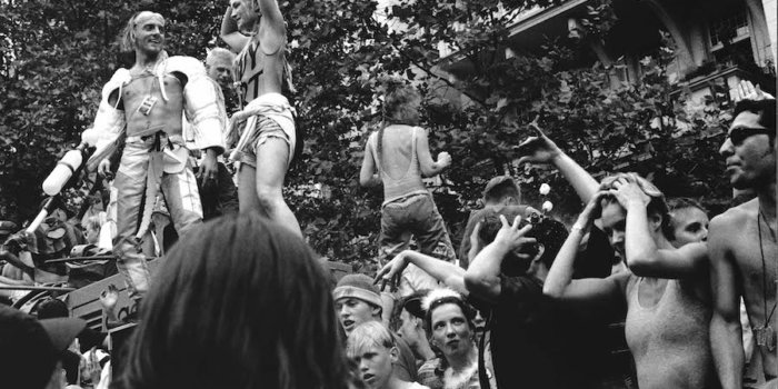Loveparade Ku'damm, 1992 © Ben De Biel Via C/O Berlin (for No Photos On The Dance Floor!)