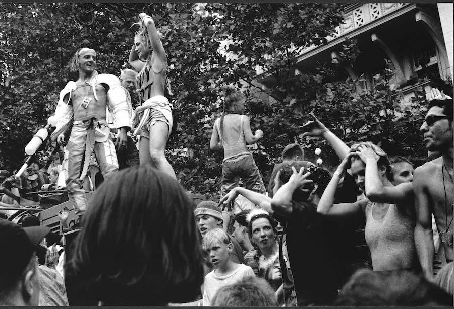 Loveparade Ku'damm, 1992 © Ben de Biel via C/O Berlin (for No Photos on the Dance Floor!)