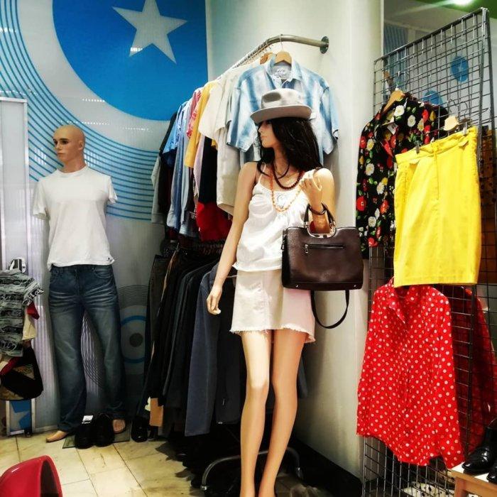 Hvězdný Bazar Je Originální Charitativní Sekáč