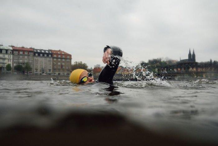 Plavecký Závod Kolem Střeleckého Ostrova Pomůže Nemocným