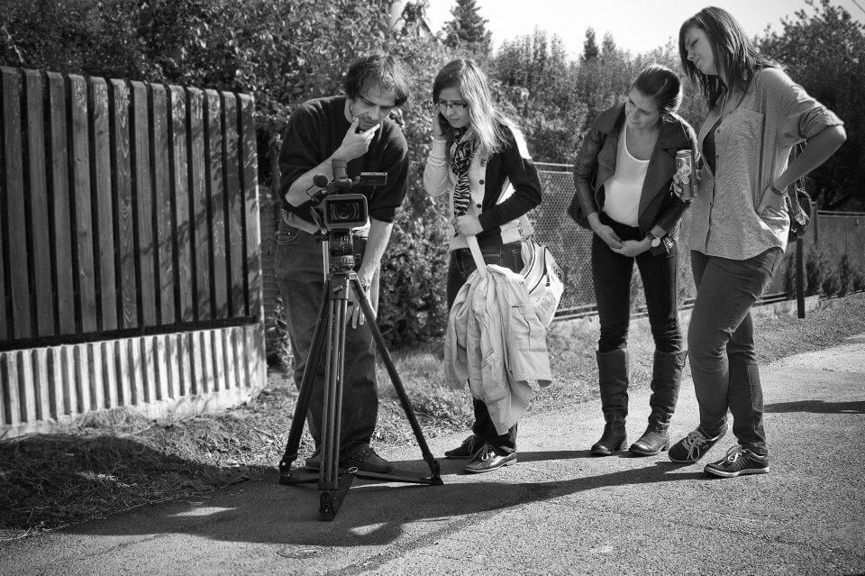 Natáčení filmu v terénu s profesionálním vybavením, zdroj: free cinema