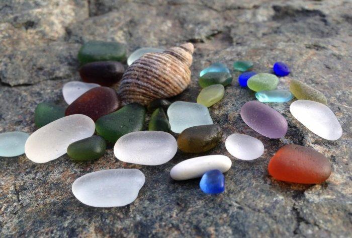 Krása Z Rozmlácených Odpadků: Mořské Sklo