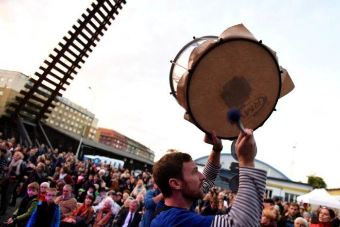 Bubnování Pro Bubnypřipomene židovský Transport
