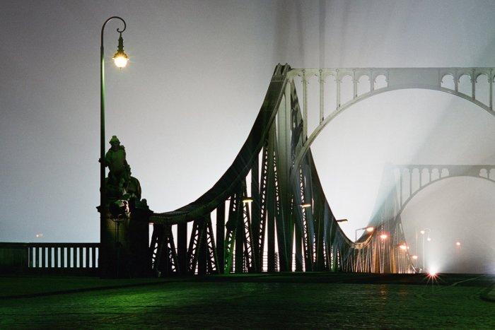 Výstava V Goethe-Institutu Představí Mosty A Období Pádu Zdi