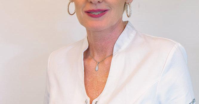 Klaudia Nawaisehová, Foto Essenté