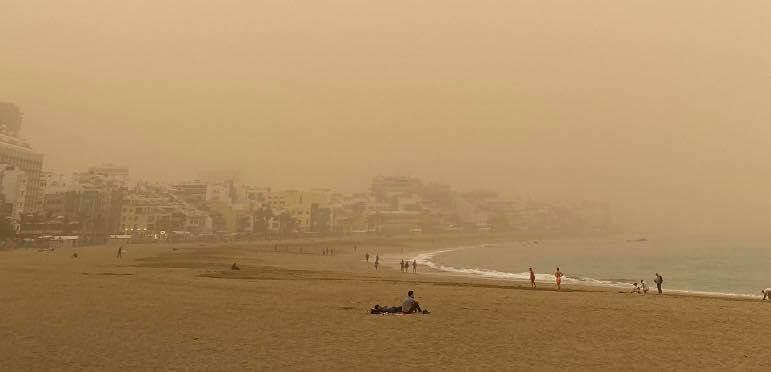 Modré moře a modré nebe v Las Palmas zakryl okr. foto jk