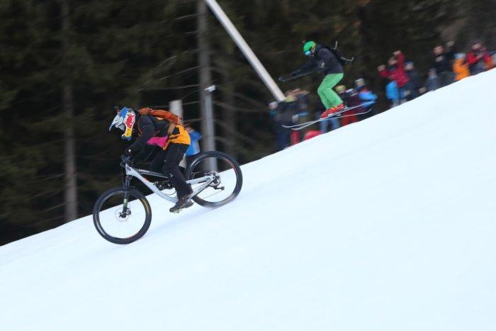 Chinese Downhill: Sjezdovku Ve Svatém Petru Ovládnou Bikeři