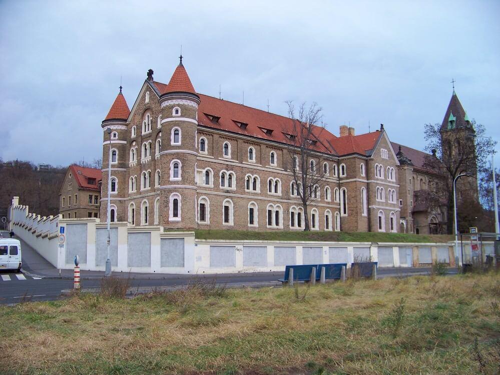 Smíchov, Klášter A Kostel Sv. Gabriela (04), Autor: ŠJů, Wikimedia Commons, CC BY-SA 3.0, https://commons.wikimedia.org/w/index.php?curid=17765355