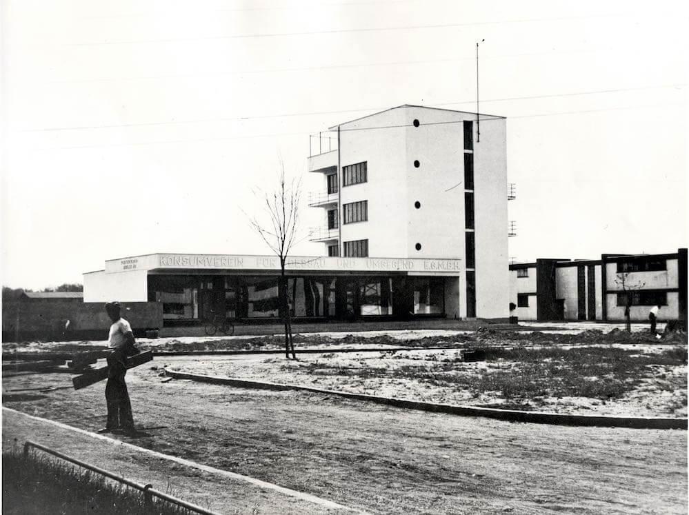 Siedlung Dessau-Törten, Konsumgebäude, Architekt Walter Gropius, Nordostansicht  Copyright: Stiftung Bauhaus Dessau