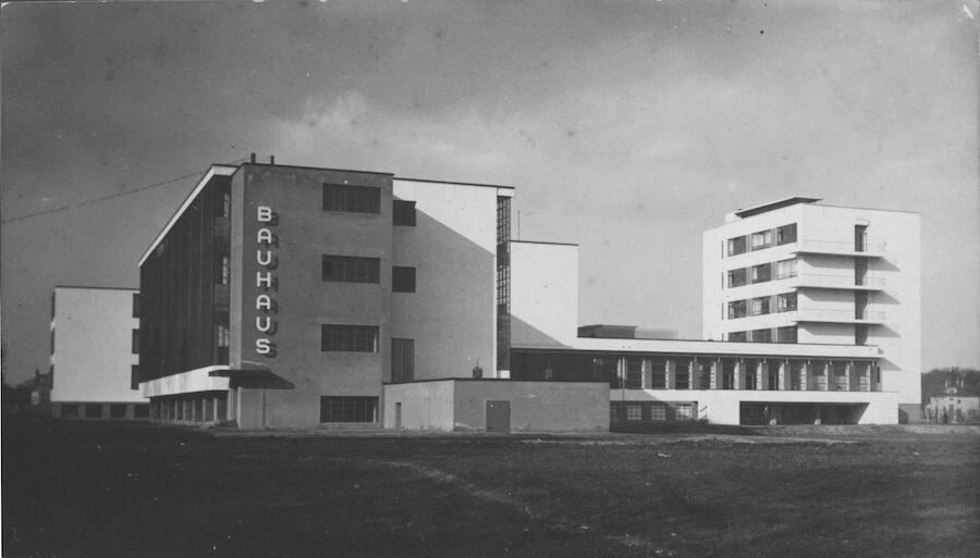 1926 Bauhaus Building, Dessau, architect Walter Gropius, southwest view  Copyright: Stiftung Bauhaus Dessau (Besitz Scan) (I 36041/1-2) / © (Consemüller, Erich) Consemüller, Stephan (Eigentum Original Vintage Print)