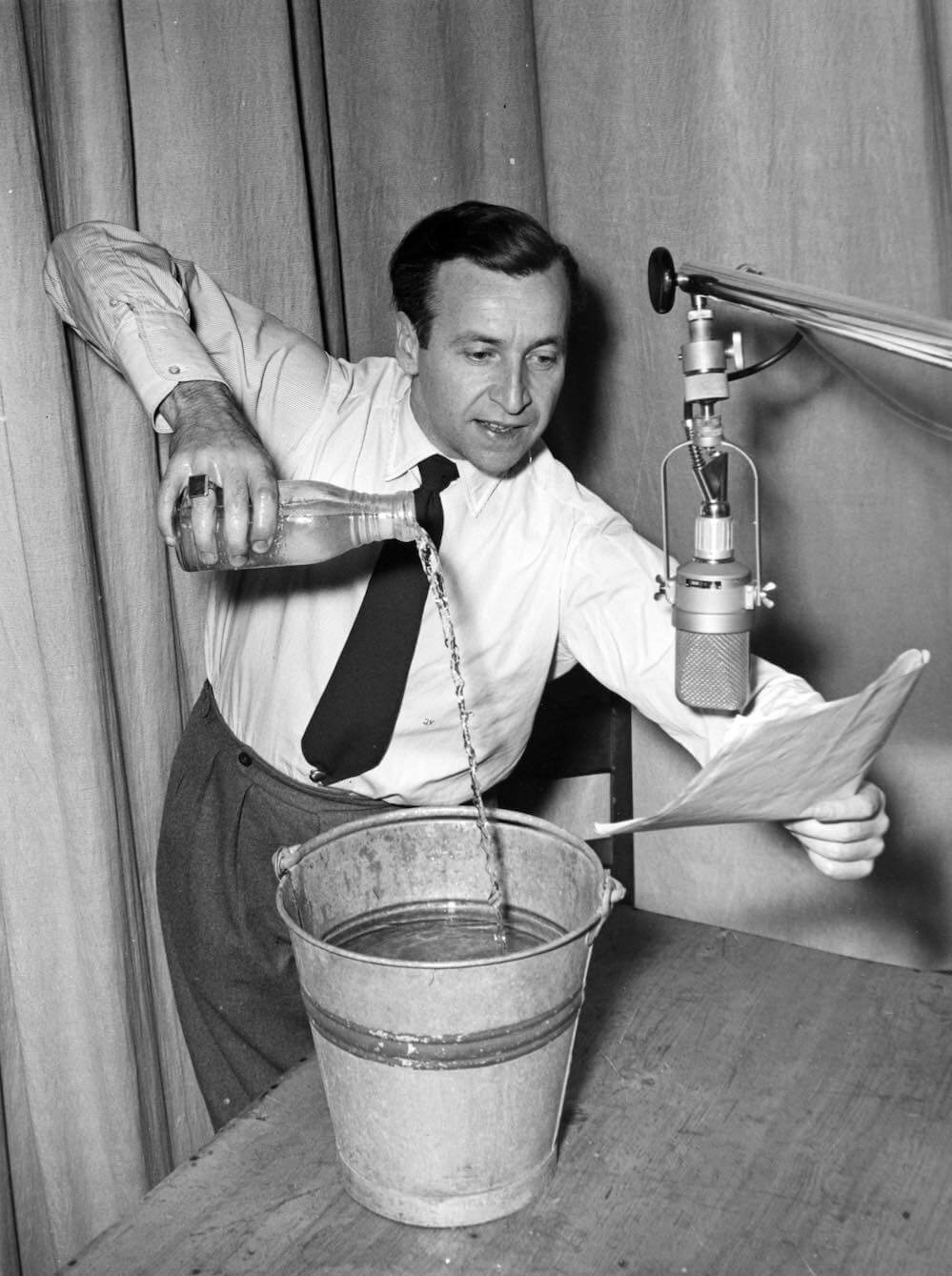 Hörspielregisseur Ivo Veit bei Tonproben zu »Ausgerechnet Kintopp« im RIAS 1952 © Deutschlandradio