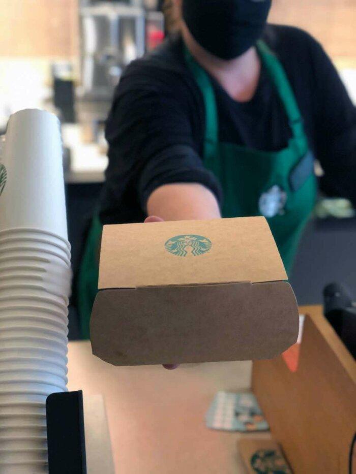 Ve Starbucks Nabízejí S Sebou Kávu I Jídlo