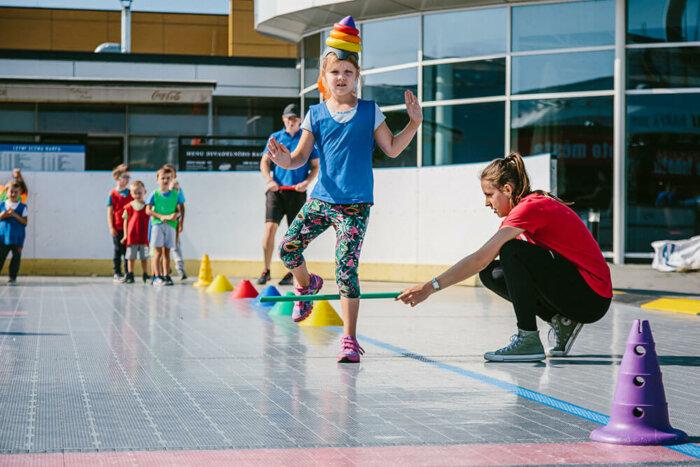 Monkey's Gym Pořádají Zábavná Venkovní Cvičení Pro Děti