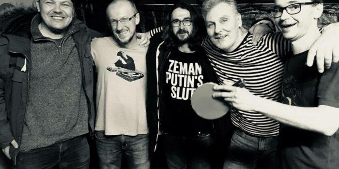 Pavel Bidlo Obklopený Spřátelenými DJs, Foto Jakub Skalický