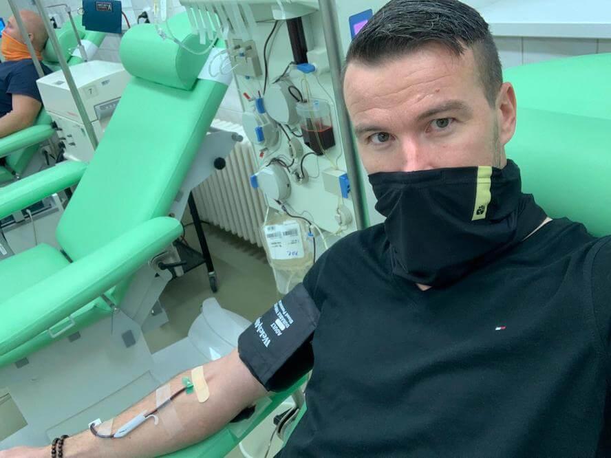 foto: Tomáš Havlíček první, který podstoupil odběr plazmy pro kolínskou nemocnici