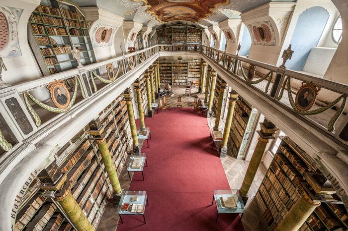 Živé Online Prohlídky Broumovského Kláštera Odhalí Krásy Knihovny
