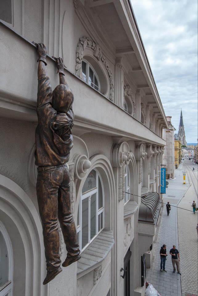 Olomouc: Lupič Stále Ručkuje, Už Bez Obleku
