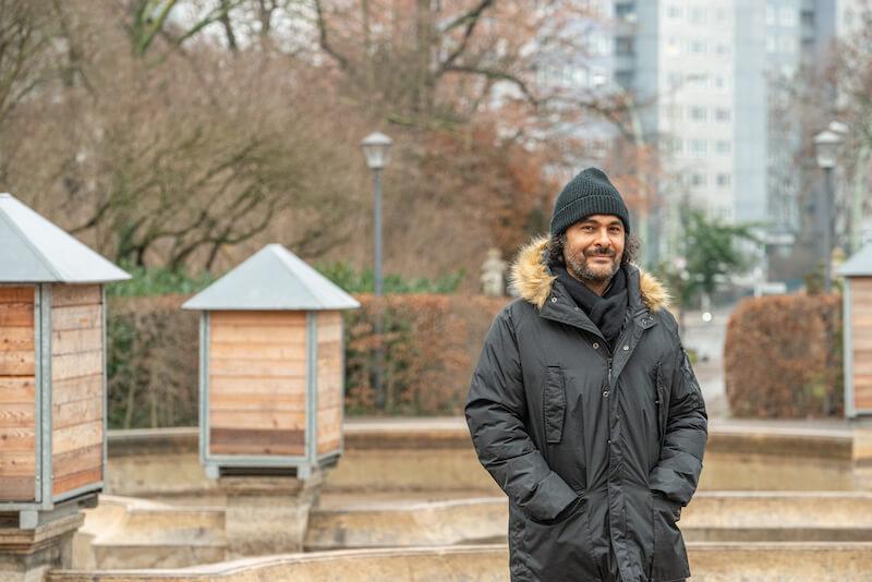 Kader Attia Kurator 12. Berlin Biennale für zeitgenössische Kunst Foto: F. Anthea Schaap