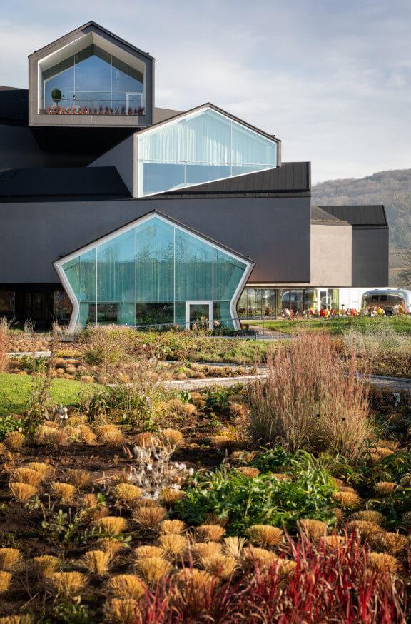Ve Vitra Campusu Se Dokončuje Nová Zahrada Oudolf Garten