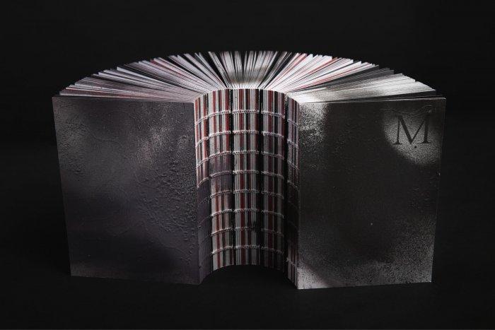 Kniha Jako Odlomek železné Rudy. Vychází Unikátní Dílo Inspirované Kladnem 90. Let