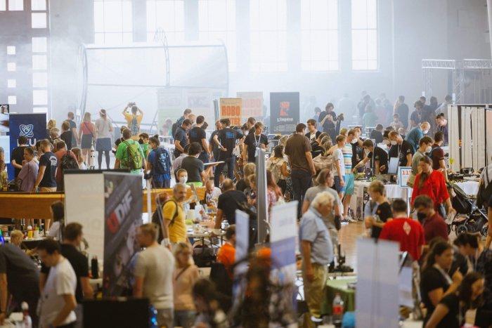 Maker Faire Prague Se Vrátil Na Výstaviště Ve Velkém Stylu. Oslavu Kreativity Si Užívaly Hlavně Rodiny S Dětmi