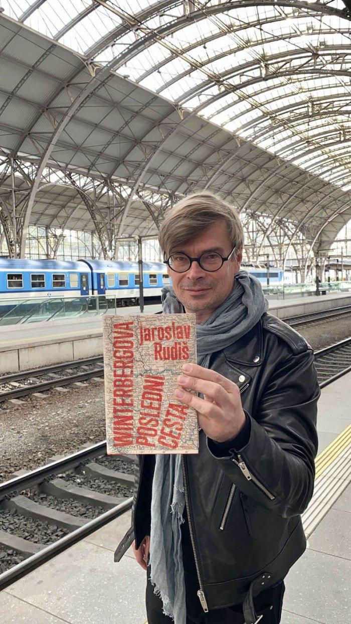 Jaroslav Rudiš Vydává Knihu O Vlacích. Najdete V Ní Lásku I Evropské Dějiny